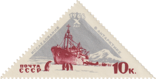 Дизель-электроход «Обь» у берегов Антарктиды