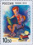 Мальчик, читающий книги