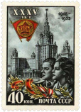 Комсомольцы на фоне МГУ