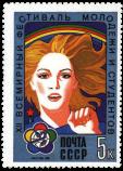 Девушка на фоне радуги