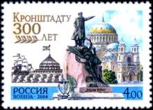 Памятник вице-адмиралу С. О. Макарову на фоне Никольского морского собора